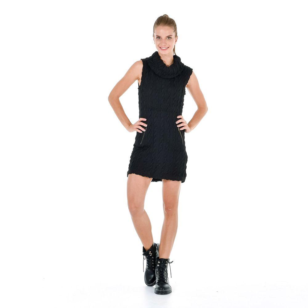 Vestido negro de cuello alto